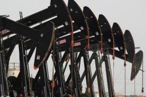 Нафта торгується різноспрямовано на даних із США