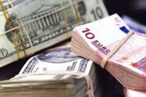 Люди вже звикли до «чорного ринку», який пропонує більш привабливий курс валюти