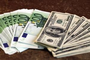 Українці в листопаді продали валюти на $70 млн більше, ніж купили