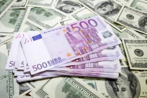 Євро знижується до долара напередодні оголошення рішення ЄЦБ