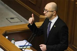 Яценюк пообещал остаться в новогоднюю ночь в Раде