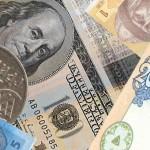 Долар росте до світових валют в очікуванні рішення ФРС