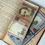 Курс валют від НБУ: долар продовжує падати