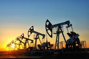 Баррель нефти торгуется выше $35