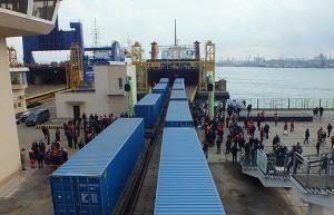 Яценюк назвал цену доставки одного контейнера по «Шелковому пути»