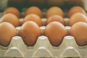 Цены на яйца рекордно упали. Почему это произошло и как долго продлится?