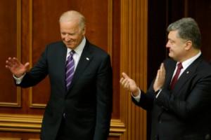 Байден призвал Порошенко и Яценюка выполнять условия МВФ