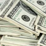 Объем денежных переводов из Украины сократился на треть
