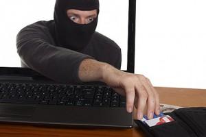 Случаев краж денег с карт и счетов украинцев становится все больше
