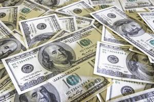 Золото продолжает дешеветь на укреплении доллара