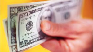 Нацбанк проведет валютный аукцион с более жесткими рамками по объему