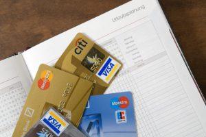 Обслуживание банковских карточек украинцев подорожало на 10%