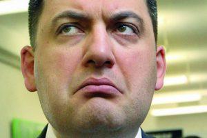 Гройсман повысил тарифы украинцам, чтобы выслужиться перед МВФ