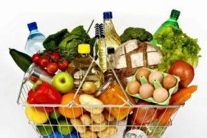 Госстат: Траты украинцев на продукты питания и коммунальные услуги выросли на 5,5%