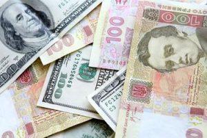 Эксперты считают, что осенью Украину ждет падение гривни