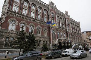 Национальный банк Украины продолжит валютные интервенции для стабилизации курса гривны