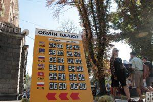 Зачем Нацбанк сеет панику и остановит ли доллар отметка в 30 гривен
