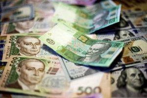Госдолг Украины вырос почти на 2 миллиарда долларов