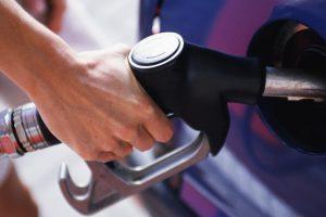 На украинских АЗС цены на бензин повысили с запасом