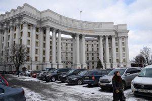 Киев призвал мир усилить давление на Москву