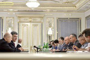 США перекрыли поток денег для Порошенко