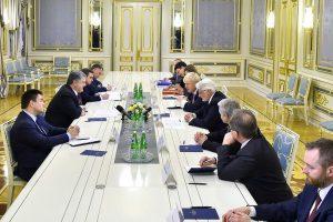 Порошенко обсудил с главами МИД Британии и Польши санкции против России