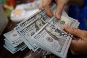 Нацбанк смягчил валютные ограничения