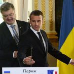 Порошенко подарил Макрону картину Сущенко, арестованного в России за шпионаж