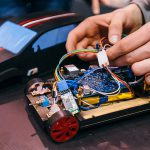 Как налоги убивают электромобили