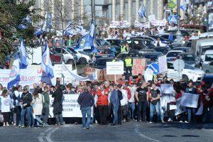 Медикам — достойную зарплату! Протест врачей набирает обороты