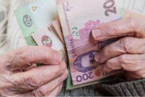 Гривня немного порадовала перед выходными: укрепилась к доллару и евро