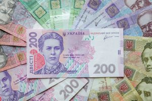 НБУ установил официальный курс гривны: доллар дешевеет