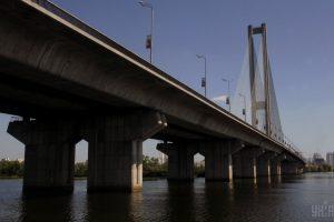 В Киеве почти на месяц ограничили движение по Южному мосту