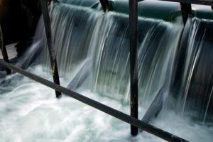 На Донбассе повреждена плотина водохранилища