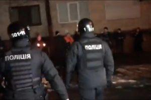 У здания МВД стычки активистов с полицией