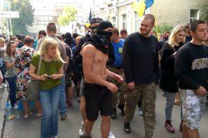 Попала на деньги: на Украине оштрафовали свежую сливу