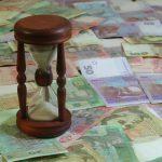 Что будет с долларом и евро после выходных: Нацбанк опустил официальную гривню