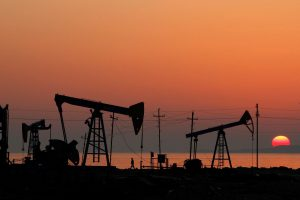 Нефть в последний рабочий день года дорожает