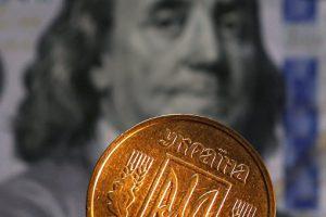 Нацбанк ослабил курс гривны к евро и рублю