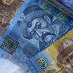 Нацбанк резко повысил курс гривны по отношению к ключевым валютам