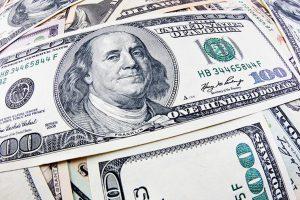 В Украине дешевеют доллар и евро