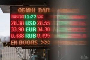 Почем сегодня валюта: Нацбанк укрепил официальную гривну