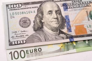 Доллар в обменниках застыл на месте, евро подорожал