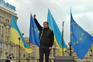 Генпрокурор Украины с топором угрожал протестующим расправой