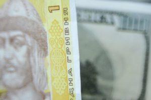 Нацбанк опустил курс доллара ниже 26 гривен