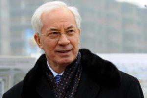 Азаров раскритиковал планы Гройсмана по восстановлению украинских дорог