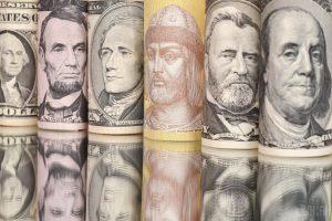 Нацбанк укрепил официальную гривню: курсы валют на 3 мая