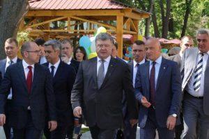Хвалят Порошенко, ходят к Тимошенко. На кого сделают предвыборную ставку мэры крупнейших городов