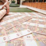 Киев хочет взять под контроль денежные переводы на Украине