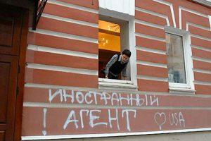 Порошенко хочет вернуть диктаторский закон об «агентах влияния»